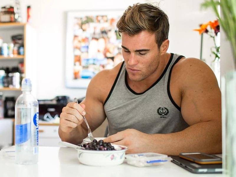 Breakfast, lunch and dinner for muscle mass